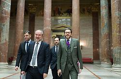 14.03.2017, Parlament, Wien, AUT, Bundesregierung, Medienbriefing nach Sitzung des Ministerrats, im Bild v.l.n.r. Kanzleramtsminister Thomas Drozda (SPÖ) und Staatssekretär für Wissenschaft, Forschung und Wirtschaft Harald Mahrer (ÖVP) // f.l.t.r. Kanzleramtsminister Thomas Drozda (SPÖ) und Austrian State Secretary for Science and Economy Harald Mahrer during media briefing after cabinet meeting at austrian parliament in Vienna, Austria on 2017/03/14 EXPA Pictures © 2017, PhotoCredit: EXPA/ Michael Gruber