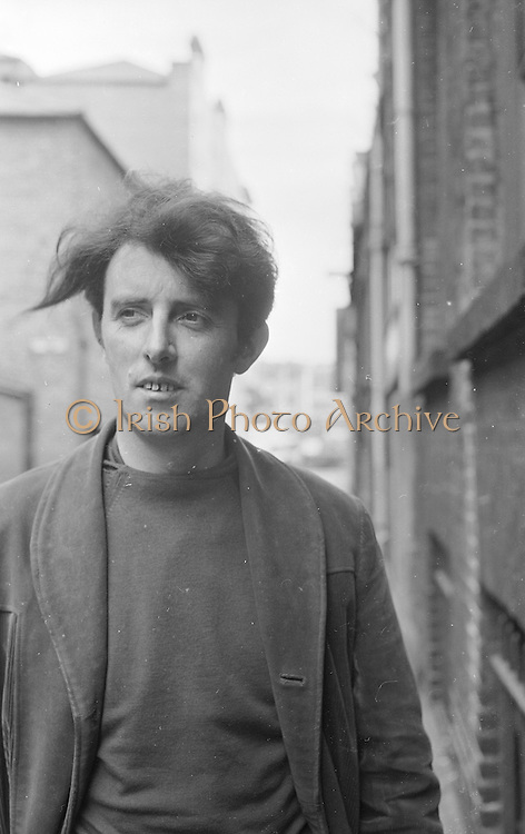 Portrait of Artist and Sculture Edward Delaney 28th July 1964 *** Local Caption *** It is important to note that under the COPYRIGHT AND RELATED RIGHTS ACT 2000 the copyright of these photographs are the property of the photographer and they cannot be copied, scanned, reproduced or electronically stored in any form whatsoever without the written permission of the photographer