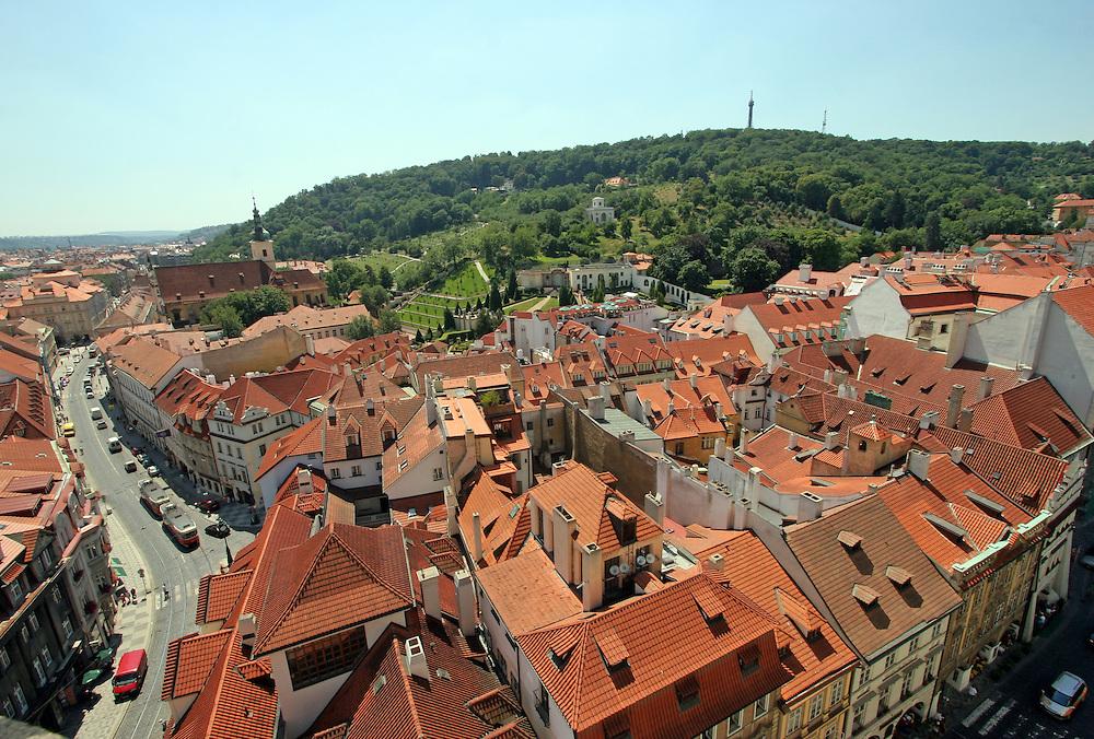 Blick auf die Prager Kleinseite (Malá Strana) und den Petrin Berg (Laurenziberg).<br /> <br /> View to Malá Strana (Lesser Town) and the Petrin hill.
