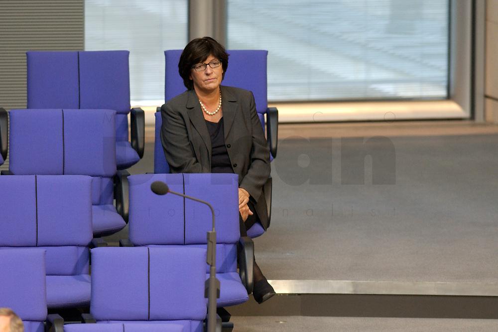 17 OCT 2003, BERLIN/GERMANY:<br /> Ulla Schmidt, SPD, Bundesgesundheitsministerin, sitzt allein in einer der letzten Reihe der FDP-Fraktion, waehrend einer Bundestagsdebatte, Plenum, Deutscher Bundestag<br /> IMAGE: 20031017-01-135
