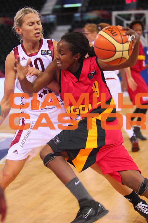 DESCRIZIONE : Madrid 2008 Fiba Olympic Qualifying Tournament For Women Quater Finals Latvia Angola <br /> GIOCATORE : Barbara Guimaraes <br /> SQUADRA : Angola <br /> EVENTO : 2008 Fiba Olympic Qualifying Tournament For Women <br /> GARA : Latvia Angola Lettonia Angola <br /> DATA : 13/06/2008 <br /> CATEGORIA : Palleggio <br /> SPORT : Pallacanestro <br /> AUTORE : Agenzia Ciamillo-Castoria/S.Silvestri <br /> Galleria : 2008 Fiba Olympic Qualifying Tournament For Women <br /> Fotonotizia : Madrid 2008 Fiba Olympic Qualifying Tournament For Women Quater Finals Latvia Angola <br /> Predefinita :