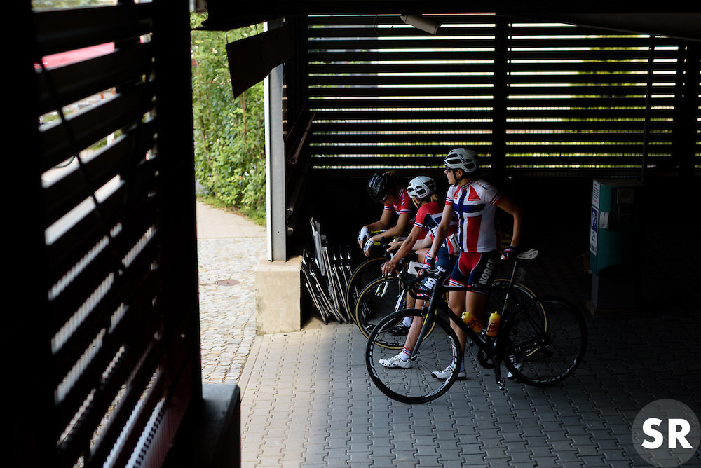 Vita Heine and her Norway teammates find a cool spot as temperatures soar into the 30's at Thüringen Rundfarht 2016 - Stage 6 a 130 km road race starting and finishing in Schleiz, Germany on 20th July 2016.