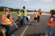 Het team traint tijdens het trainingsweekend op vliegbasis Woensdrecht. In september wil het Human Power Team Delft en Amsterdam, dat bestaat uit studenten van de TU Delft en de VU Amsterdam, tijdens de World Human Powered Speed Challenge in Nevada een poging doen het wereldrecord snelfietsen voor vrouwen te verbreken met de VeloX 9, een gestroomlijnde ligfiets. Het record is met 121,81 km/h sinds 2010 in handen van de Francaise Barbara Buatois. De Canadees Todd Reichert is de snelste man met 144,17 km/h sinds 2016.<br /> <br /> With the VeloX 9, a special recumbent bike, the Human Power Team Delft and Amsterdam, consisting of students of the TU Delft and the VU Amsterdam, also wants to set a new woman's world record cycling in September at the World Human Powered Speed Challenge in Nevada. The current speed record is 121,81 km/h, set in 2010 by Barbara Buatois. The fastest man is Todd Reichert with 144,17 km/h.