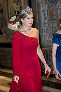 Staatsbezoek van Koning en Koningin aan de Republiek Italie - dag 1 - Rome /// State visit of King and Queen to the Republic of Italy - Day 1 - Rome<br /> <br /> Op de foto / On the photo: Koningin Maxima voorafgaand aan het staatsbanket met president Sergio Mattarella van Italie en zijn dochter Laura Mattarella<br /> <br />  Queen Maxima prior to the State Bank with President Sergio Mattarella of Italy and his daughter Laura Mattarella