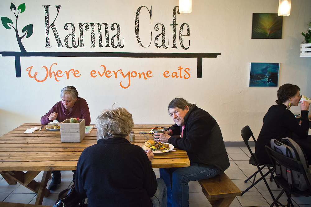 mkb010517/metro/Marla Brose/010517<br /> Diners, including Tom Greacen, second from right, who chats with Sherry Greacen, second from left, have lunch at Karma Cafe in Albuquerque, N.M. The restaurant, open for breakfast and lunch, serves meals without prices. Diners are asked to choose how much to pay for their own meals. (Marla Brose/Albuquerque Journal)