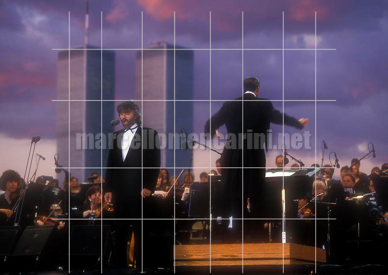 Concert (in honor of all Italian immigrants) of Andrea Bocelli and the New Jersey Simphony Orchestra with the Twin Towers in background. Conductor Steven Mercurio. Liberty State Park, New York, 6th July 2000 / Concerto di Andrea Bocelli a Liberty State Park. New Jersey Simphony Orchestra diretta da Steven Mercurio. Sullo sfondo le Twin Towers. New York, 6 luglio 2000 - © Marcello Mencarini