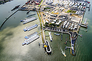 Nederland, Zuid-Holland, Rotterdam, 10-06-2015; Geulhaven met verkeerspost en radarpost. Havendienst en Loodsdienst. Ligplaatsen voor de binnenvaart. In de achtergrond Odfjell Terminals Rotterdam.<br /> Port authority and  radar station,<br /> berths for inland shipping. <br /> <br /> luchtfoto (toeslag op standard tarieven);<br /> aerial photo (additional fee required);<br /> copyright foto/photo Siebe Swart
