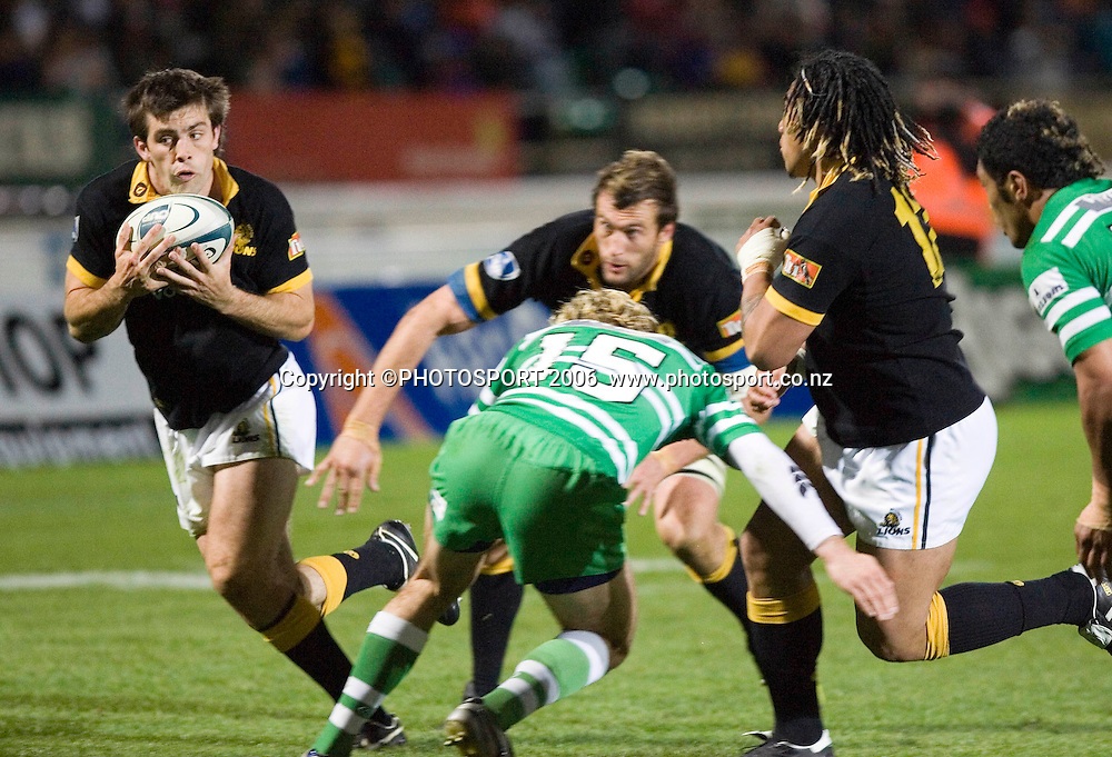 Wellington's Conrad Smith takes the pass on his way to the game's only try during the Air New Zealand Cup week 6 rugby match between Manawatu and Wellington at FMG Stadium, Palmerston North, on Saturday 2 September 2006. Wellington won 11-3.  Photo: Aaron Smale/PHOTOSPORT<br /> <br /> <br /> 020906 npc nz union