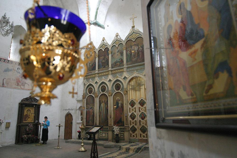 Innenansicht des bekannten Klosters Ananuri an der Georgischen Heerstrasse. ..Defense monastery Ananuri at the Georgian Military Highway.