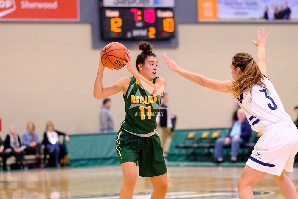 2nd year guard, Carolina Goncalves (11) of the Regina Cougars in action during the Regina Cougars vs Lethbridge on November 3 at University of Regina. Credit Matte Black Photos/©Arthur Images 2018