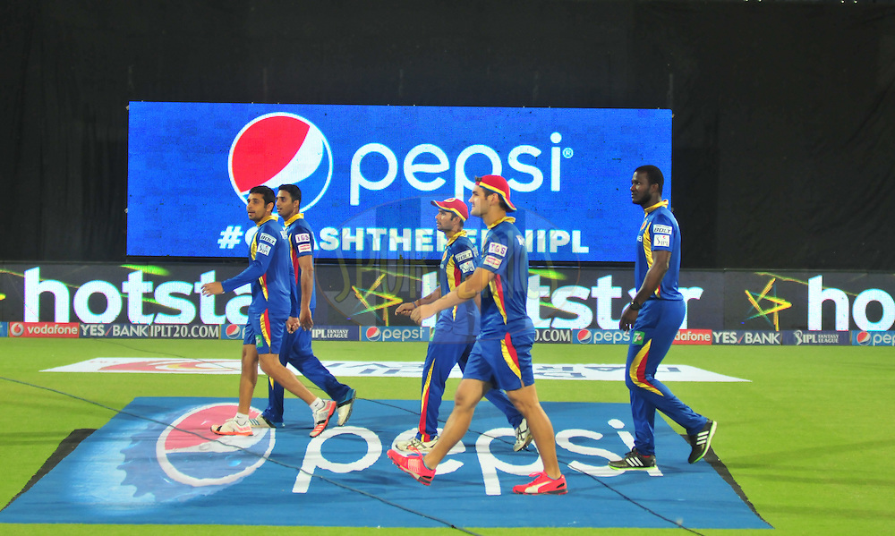 Royal Challengers Bangalore players during warmup session before match 26 of the Pepsi IPL 2015 (Indian Premier League) between The Delhi Daredevils and The Royal Challengers Bangalore held at the Ferozeshah Kotla stadium in Delhi, India on the 26th April 2015.<br /> <br /> Photo by:  Arjun Panwar / SPORTZPICS / IPL