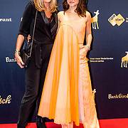NLD/Utrecht/20191004 - Uitreiking Gouden Kalveren 2019, Melody Klaver en moeder Patricia Klaver