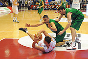 DESCRIZIONE : Milano Lega A 2011-12 EA7 Emporio Armani Milano Montepaschi Siena<br /> GIOCATORE : Danilo Gallinari<br /> CATEGORIA : passaggio equilibrio<br /> SQUADRA : EA7 Emporio Armani Milano<br /> EVENTO : Campionato Lega A 2011-2012<br /> GARA : EA7 Emporio Armani Milano Montepaschi Siena<br /> DATA : 13/11/2011<br /> SPORT : Pallacanestro<br /> AUTORE : Agenzia Ciamillo-Castoria/GiulioCiamillo<br /> Galleria : Lega Basket A 2011-2012<br /> Fotonotizia : Milano Lega A 2011-12 EA7 Emporio Armani Milano Montepaschi Siena<br /> Predefinita :