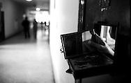 Roma Giugno 2000.Carcere di Rebibbia N.C..Dalla cella, uno specchietto, per vedere chi passa nel corridoio..Rome June 2000.Prison Rebibbia N.C..From the cell a mirror to see who passes in the corridor.