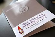 Offici&euml;le opening van de tentoonstelling 'Was getekend, Rien Poortvliet' op Paleis Soestdijk.Paleis Soestdijk presenteert een unieke collectie kerstkaarten die Rien Poortvliet maakte voor koningin Juliana en prins Bernhard. <br /> <br /> Op de foto: