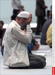 © Tom Pennington/KRT/ABACA. 28658-2. New York City-NY-USA, 14/09/2001. At the Islamic Cultural Center of New York, a man prays at an afternoon memorial service for the victims of the terrorist attack of the World Trade Center  | 28658_02