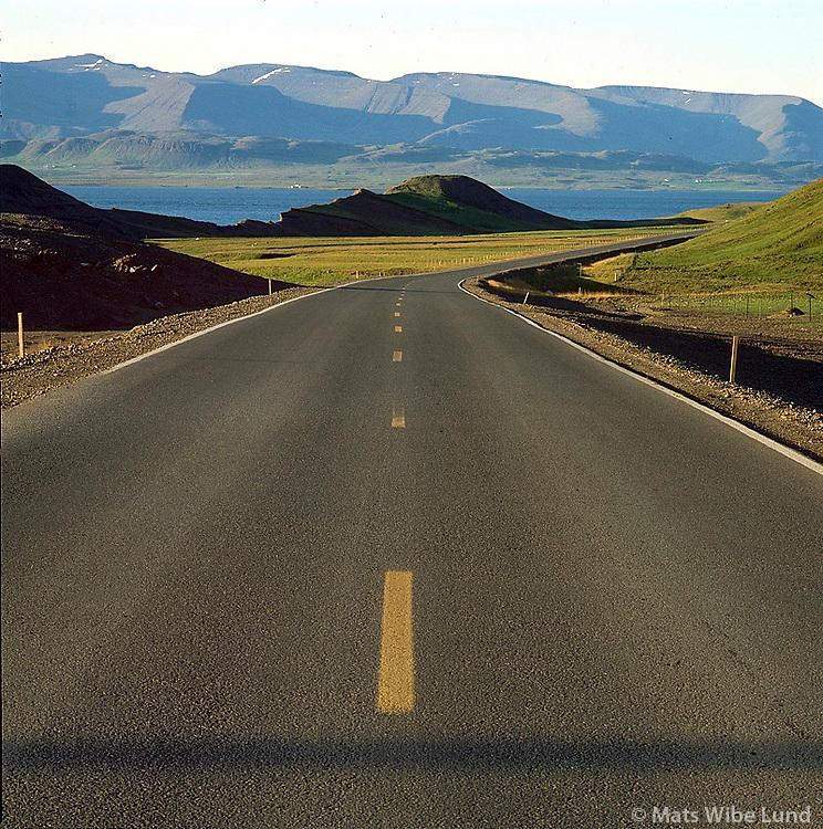 &THORN;j&oacute;&eth;vegur 1 nor&eth;ur, Ki&eth;afell, Hvalfj&ouml;r&eth;ur , Skar&eth;shei&eth;i &iacute; baks&yacute;ni. Kj&oacute;sarhreppur<br /> Main road nr 1. in Hvalfjordur.