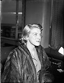 1954 - 22/01 Rosemary Clooney and Jose Ferrer visit Ireland