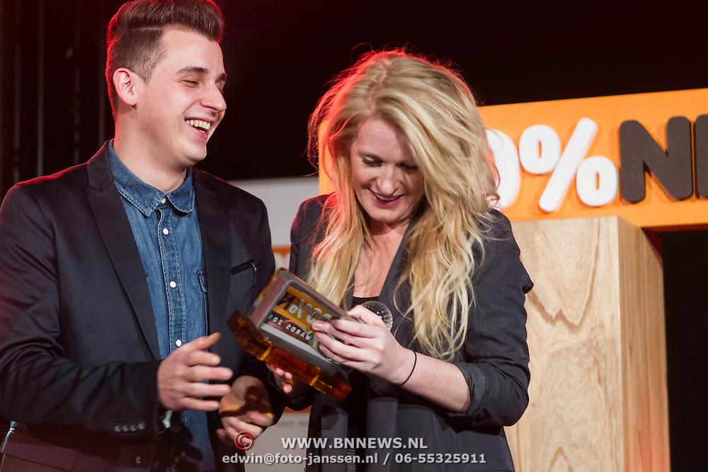 NLD/Amsterdam/20140205 - Uitreiking 100% NL Awards 2013, Nielson en miss Montreal met hun award