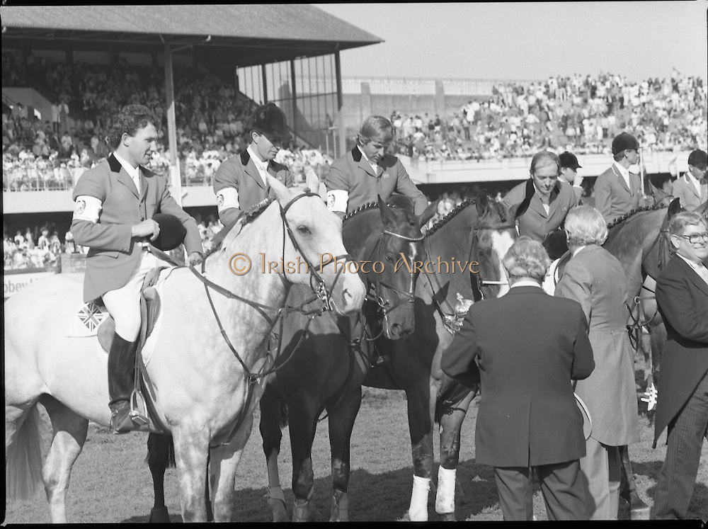 Aga Khan Cup at the RDS.    (R39)..1986..08.08.1986..8th August 1986..The annual Aga Khan Cup competition was held at the RDS ( Royal Dublin Showgrounds) today. In a keenly contested competition The Great Britain team emerged victorious. The Great Britain team was led by Chef dEquipe Mr Ronnie Massarella..Officials from the RDS congratulate the winning Great Britain Team.
