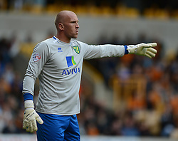 Norwich City's John Ruddy gives his defence directions. - Photo mandatory by-line: Alex James/JMP - Mobile: 07966 386802 10/08/2014 - SPORT - FOOTBALL - Wolverhampton - Molineux Stadium - Wolves v Norwich City - Sky Bet Championship