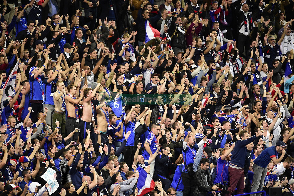 October 10, 2017 - St Denis, France, France - Supporters de l equipe de France - ambiance clapping (Credit Image: © Panoramic via ZUMA Press)