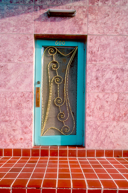 Photographed in the early 1990, this Deco door has disppeared though the building itself still stands