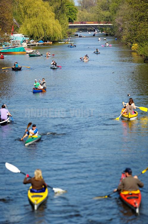 Ruderboote, Kanus und Kajaks auf dem Goldbekkanal