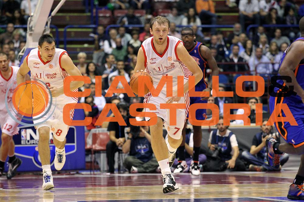 DESCRIZIONE : Milano NBA EUROPE LIVE TOUR 2010 Armani Jeans Milano New York Knicks<br /> GIOCATORE : Oleksiy Pecherov<br /> SQUADRA : Armani Jeans Milano<br /> EVENTO : NBA EUROPE LIVE TOUR 2010<br /> GARA : NBA EUROPE LIVE TOUR 2010 Armani Jeans Milano New York Knicks<br /> DATA : 03/10/2010<br /> CATEGORIA : Palleggio<br /> SPORT : Pallacanestro<br /> AUTORE : Agenzia Ciamillo-Castoria/G.Cottini<br /> Galleria : NBA EUROPE LIVE TOUR 2010<br /> Fotonotizia : Milano NBA EUROPE LIVE TOUR 2010 Armani Jeans Milano New York Knicks<br /> Predefinita :