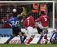 Fotball<br /> England 2004<br /> 13.11.2004<br /> Foto: SBI/Digitalsport<br /> NORWAY ONLY<br /> <br /> Swindon Town v Sheffield Wednesday<br /> FA Cup<br /> <br /> Steve Jenkins scores Swindon's second goal.