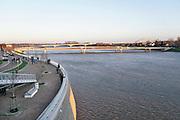 Nederland, Nijmegen, 7-1-2018 Het waterpeil van de rivier de Waal stijgt. De Nevengeul, aangelegd om het water beter langs Nijmegen af te voeren, is helemaal volgelopen en vormt nu een geheel met de Waal. Veur Lent is nu echt een eiland.Foto: Flip Franssen