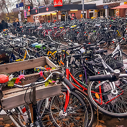 """Bicicleta (Veículo) fotografado na Alemanha, na Unição Européia - Europa. Registro feito em 2016.<br /> ⠀<br /> <br /> ENGLISH: Bicycle photographed in Germany, in European Union - Europe. Picture made in 2016."""