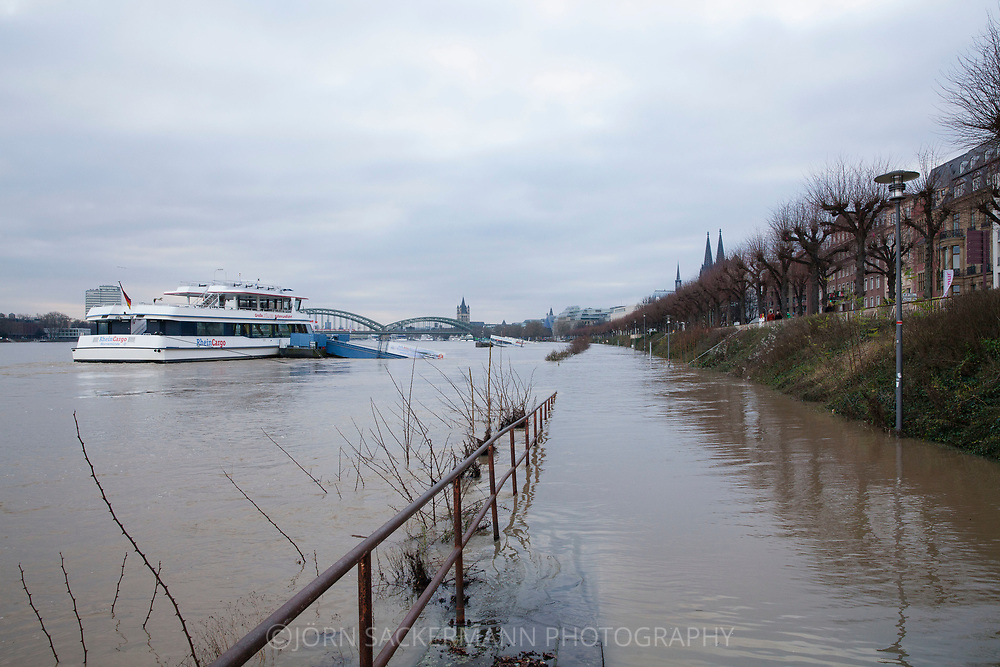 Cologne, Germany, 8. January 2018, flood of the river Rhine, on the right the cathedral.<br /> <br /> K&ouml;ln, Deutschland, 8. Januar 2018, Hochwasser des Rheins, rechts der Dom.