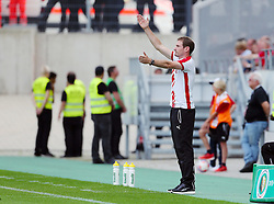 09.08.2015, Stadion Essen, Essen, GER, DFB Pokal, Rot Weiss Essen vs Fortuna Duesseldorf, 1. Runde, im Bild Cheftrainer Jan Siewert (Essen) gestikuliert // during German DFB Pokal first round match between Rot Weiss Essen and Fortuna Duesseldorf at the Stadion Essen in Essen, Germany on 2015/08/09. EXPA Pictures © 2015, PhotoCredit: EXPA/ Eibner-Pressefoto/ Hommes<br /> <br /> *****ATTENTION - OUT of GER*****