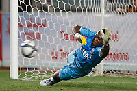 FOOTBALL - TROPHEE DE CHAMPIONS 2010 - OLYMPIQUE MARSEILLE v PARIS SAINT GERMAIN - 28/07/2010 - PHOTO PHILIPPE LAURENSON / DPPI - STEVE MANDANDA (OM) STOP PENALTY
