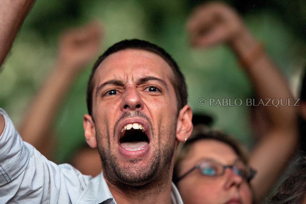 "SPAIN, Madrid : Spanish ""indignant"" protesters demonstrate against police brutality at the interior Ministry, in Madrid, on August 5, 2011. Thousands of people marched though the streets of the city to protest against the use of force by police against demonstrators who had rallied at the interior ministry to protest the closure of the city's main Puerta Del Sol square."