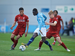 MANCHESTER, ENGLAND - Thursday, April 25, 2019: Manchester City's Alpha Diounkov (C) and Liverpool's captain Paul Glatzel (R) during the FA Youth Cup Final match between Manchester City FC and Liverpool FC at the Academy Stadium. (Pic by David Rawcliffe/Propaganda)