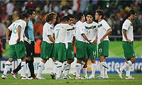 Enttaeuschung Mexiko nach Spielende<br /> <br /> Fussball WM 2006 Mexiko - Angola<br /> Mexico - Angola<br /> Norway only