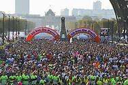 October 14, 2018 - Paris, France - Foule Ambiance coureurs (Credit Image: © Panoramic via ZUMA Press)