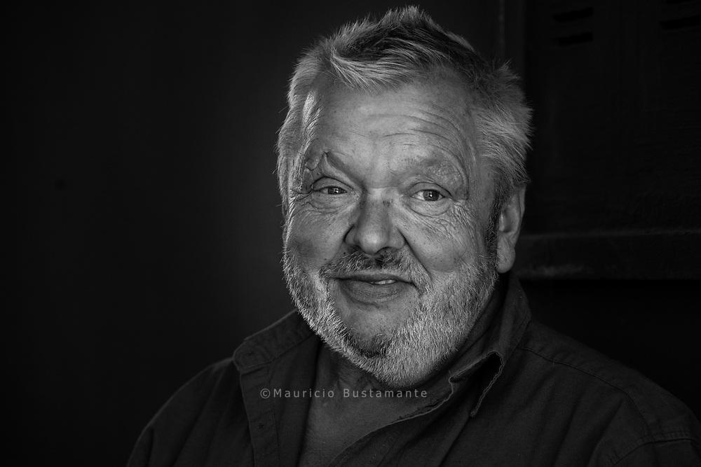 Urlaub von der Stra&szlig;e<br />Wenn Gustav durch ST. GEORG geht, grü&szlig;en ihn viele Menschen freundlich.<br />Momentaufnahme<br />Gustav, 61, verkauft in der Langen Reihe.