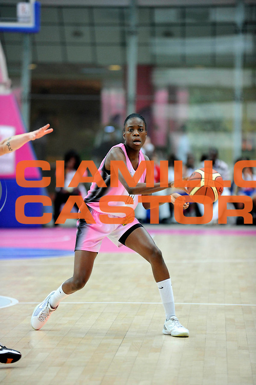 DESCRIZIONE : Ligue Feminine de Basket Open Feminin &agrave; Paris<br /> GIOCATORE : MATANGA Leslie<br /> SQUADRA : Toulouse<br /> EVENTO : Ligue Feminine 2010-2011<br /> GARA : Toulouse Aix en Provence<br /> DATA : 17/10/2010<br /> CATEGORIA : Basketball France Ligue Feminine<br /> SPORT : Basketball<br /> AUTORE : JF Molliere par Agenzia Ciamillo-Castoria <br /> Galleria : France Basket 2010-2011 Action<br /> Fotonotizia : Ligue Feminine de Basket Open Feminin<br /> Predefinita :
