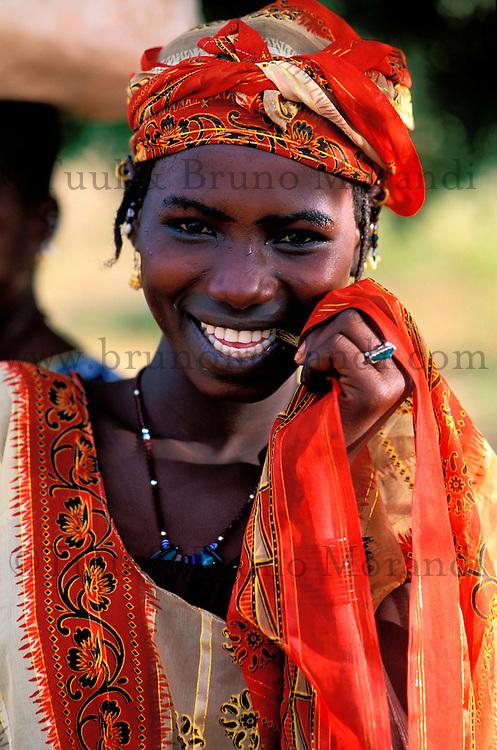 Mali, Sofara, jeune femme Peul // Mali, Sofara, woman from Peul ethnic group