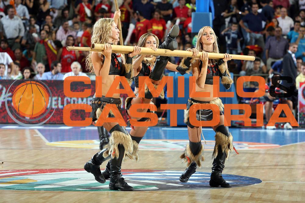 DESCRIZIONE : Siviglia Sevilla Spagna Spain Eurobasket Men 2007 Croazia Spagna Croatia Spain <br /> GIOCATORE : Cheerleaders <br /> SQUADRA : <br /> EVENTO : Eurobasket Men 2007 Campionati Europei Uomini 2007 <br /> GARA : Croazia Spagna Croatia Spain <br /> DATA : 05/09/2007 <br /> CATEGORIA : <br /> SPORT : Pallacanestro <br /> AUTORE : Ciamillo&amp;Castoria/E.Castoria <br /> Galleria : Eurobasket Men 2007 <br /> Fotonotizia : Sevilla Spagna Spain Eurobasket Men 2007 Croazia Spagna Croatia Spain <br /> Predefinita :