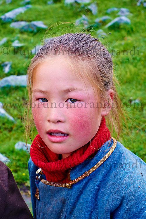 Mongolie, Arkhangai, jeune fille nomade // Mongolia, Arkhangai province, nomad girl