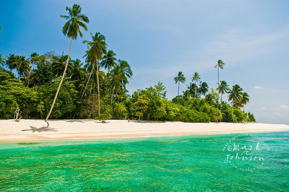 Mentawai Islands, Indonesia --- Pulau Pittojat beach