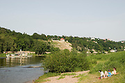 Elbeufer, Elbe bei Loschwitz, Schaufelrad Dampfer der Weissen FlotteDresden, Sachsen, Deutschland. .Dresden, Germany, river Elbe, paddle steamer