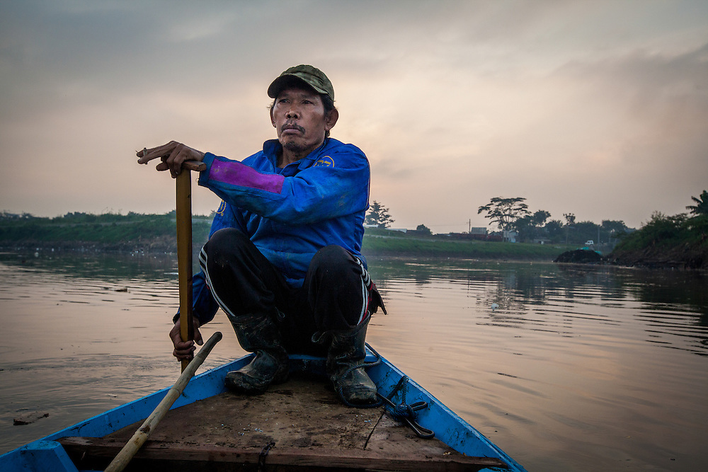 Abah Dayat looks for scraps on the Citarum River. Citeureup Village, Kabupaten Bandung...Credit: Andri Tambunan for Greenpeace