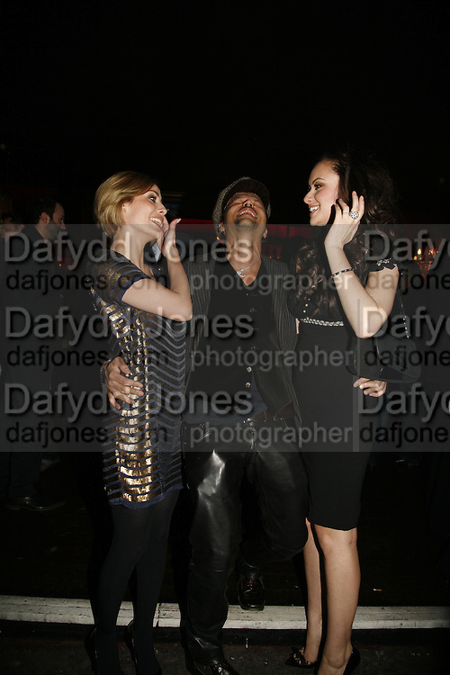 Nathalie Imbruglia, Mohieb and Camilla Al Fayad, MOVE FOR AIDS HOSTED BY ELLE MACPHERSON & DAVID FURNISH. Koko, Camden High St. London. 7/11/06. ONE TIME USE ONLY - DO NOT ARCHIVE  © Copyright Photograph by Dafydd Jones 66 Stockwell Park Rd. London SW9 0DA Tel 020 7733 0108 www.dafjones.com