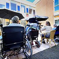 Nederland, Amsterdam , 4 juni 2013.<br /> Buitenruimte bij het gerenoveerde gedeelte van Slotervaart verpleeghuis.<br /> Foto:Jean-Pierre Jans