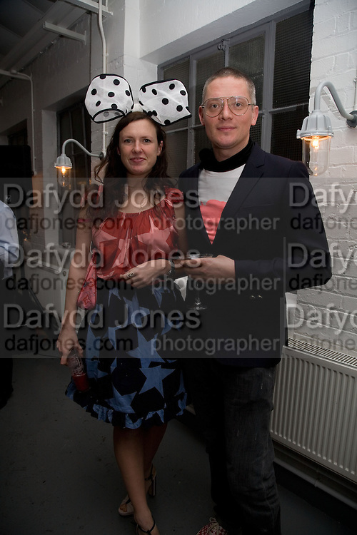 GILES DEACON AND KATIE GRAND, Gap/ Red launch Dinner hosted by  Katie Grand at Bistrotheque. Bethnal Green. London. 29 November 2007.  -DO NOT ARCHIVE-© Copyright Photograph by Dafydd Jones. 248 Clapham Rd. London SW9 0PZ. Tel 0207 820 0771. www.dafjones.com.